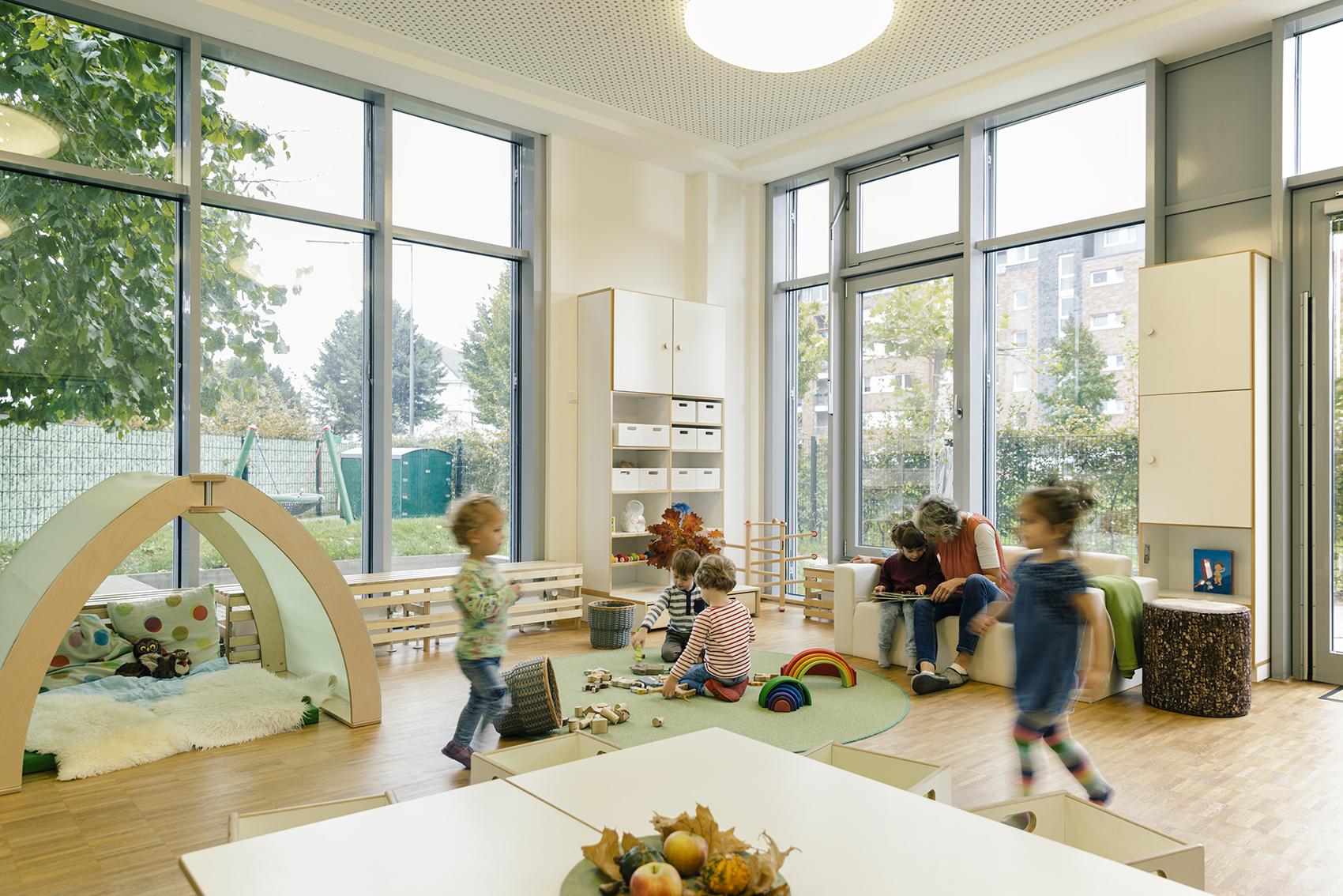Kindergarten, Tagesmutter & Co – So findest du die richtige Betreuung für dein Kind